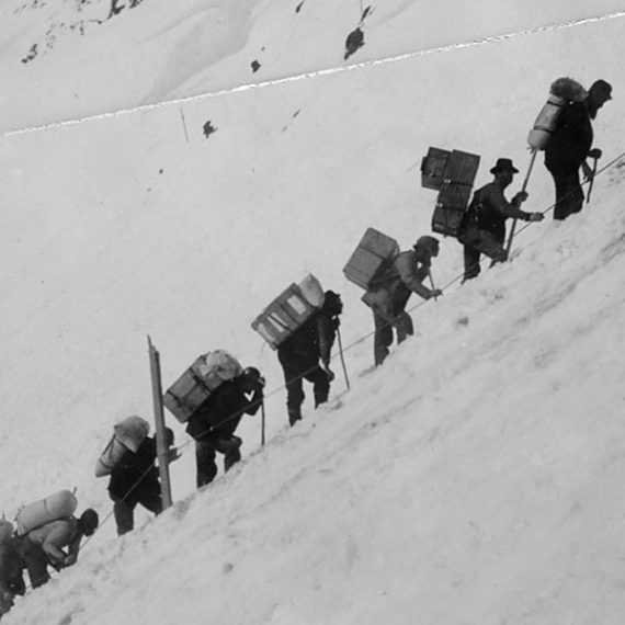 Gold seekers climb Chilkoot pass during hte Klondike Gold rush.