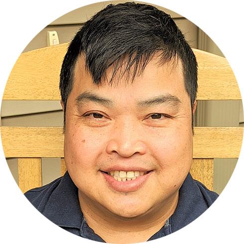 headshot of Dan Vongphayboun